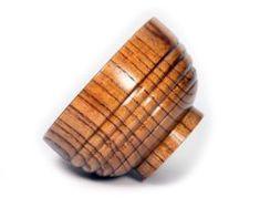 Elegantná protišmyková miska z prírodného dreva,