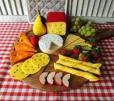 Beautiful art felt food set - cheeses board and tasty additions - montessori toy, bar restaurant decor, surprise at the party, chidrens party decor - natural size, copies as real, ready gift in cellophane bag. Set contains: - piece of yellow cheese (approx. 3.4 x 2.8, [8.5cm x 7cm], length