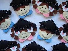 Resultado de imagem para bonecos em feltro finalistas Baby Pillows, Teacher Appreciation, Education, Crafts, Layout, Diy Creative Ideas, Creativity, Fabric Toys, Ornaments