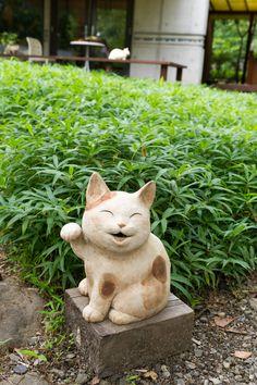 Pore Pore Life: おもだか屋 招き猫ミュージアム Museum of a Happy Come Come Cat Maneki Neko, Natsume Takashi, Cat Icon, Clay Cats, Image Chat, Japanese Cat, Natsume Yuujinchou, Cat Doll, Cat Gifts