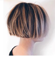 Cropped Growing Out Short Hair Styles, Short Hair Cuts, Medium Hair Styles, Short Bob Hairstyles, Pretty Hairstyles, Chin Length Hair, Crop Hair, Pelo Pixie, Corte Y Color
