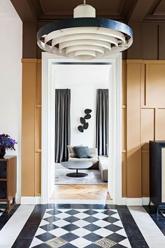 This Parisian apartment is an elegant mix of sophisticated forms and a modern look at the interior design. Marble, stucco and parquet floors ✌Pufikhomes - source of home inspiration Contemporary Interior Design, Home Interior Design, Interior Decorating, Decorating Ideas, Interior Modern, Scandinavian Interior, Decor Ideas, Interior Exterior, Interior Architecture