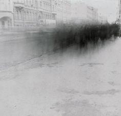 まるで生霊、生きる屍、ソ連崩壊時の町の様子を長時間露光で撮影した写真「影の都市」 : カラパイア