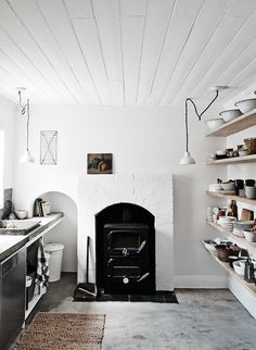 Melbourne Weatherboard Cottage Australian interior designer Lyn Gardener's creations, The Estate Trentham, is a rustic retreat only an hour from Melbourne. Lyn renovated this 1902 weatherboard cottage in ten weeks, retaining its old character, yet...