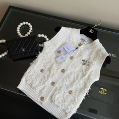 Kpop Fashion Outfits, Suit Fashion, Fashion Brand, Girl Fashion, Cute Skirt Outfits, Cute Outfits For Kids, Chanel, Luxury Clothing Brands, Trendy Hoodies