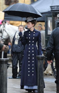 Carey Mulligan filming Far From The Madding Crowd in Dorset in October 2013 (Looks like a future Costume Design nominee. Theatre Costumes, Movie Costumes, Historical Costume, Historical Clothing, Edwardian Fashion, Vintage Fashion, Vintage Outfits, Madding Crowd, Carey Mulligan