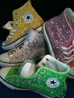 Glitter Converse, not really sure how I feel about these! I guess I'd rock them, haven't wore converse since freshman year! Gitter gelb For The Love of Shoes! / Glitter Converse on We Heart It Gitter gelb Converse All Star, Converse Chuck Taylor, Mode Converse, Sparkly Converse, Converse Shoes, Rhinestone Converse, Colored Converse, Studded Converse, Green Converse