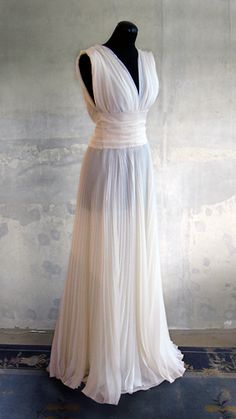 Wedding Dress Looks - Wedding Dresses, Wedding Gowns, Bridal Wear and High Fashion made in Berlin.