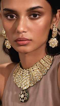 Modern polki diamond jewellery by Azva in contemporary bridal style #Goldjewellery #luxury #style