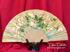 @todo color: Rosas en madera de boj. Hand Fan, Home Appliances, Hand Fans, Yellow Houses, Painted Fan, Buxus, Paintings Of Flowers, Roses, Towels