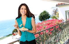 Vegan cooking star Chloe Coscarelli just came out with her first cookbook, and it's totally amazing! Find out her top 10 vegan cooking substitutes that make it a breeze to ditch meat and dairy. Vegan Substitutes, Food Substitutions, Easy Vegetarian Dinner, Vegan Vegetarian, Vegan Foods, Vegan Life, Raw Vegan, Chef Chloe, Star Chef