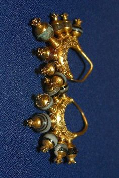 Assyrian Treasures from the city of Kalhu(Nimrud) Find Gold ornaments in Queen tombs - Golden Earnings The Iraqi Museum