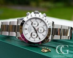 Rolex Daytona Cosmograph 116520 with a white dial, white batons and steel oyster bracelet. A stunning watch perfect for men and women. Diesel Watches For Men, Watches For Men Unique, Unusual Watches, Rolex Watches For Men, Amazing Watches, Luxury Watches For Men, Cool Watches, Men's Watches, Used Rolex