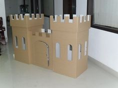 DIY cardboard castle: a project for adam! Cardboard Box Castle, Cardboard Box Crafts, Cardboard Playhouse, Cardboard Crafts, Projects For Kids, Diy For Kids, Crafts For Kids, Diy Karton, Castle Project