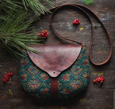Textile-leather bag Spicy snowflake by mariasoloveyfelt on Etsy . click picture for more. click picture for Leather Bags Handmade, Handmade Bags, Leather Craft, Handmade Bracelets, Crea Cuir, Diy Bags Purses, Coin Purses, Boho Bags, Fabric Bags