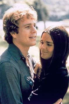 Ryan O'Neal & Ali Macgraw from the film Love Story 1970 Ryan O'neal, Love Story Movie, Movie Stars, Movie Tv, Ali Macgraw Love Story, Ali Mcgraw, Films Cinema, Famous Couples, Romantic Movies