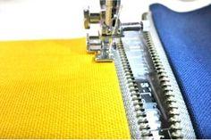 ファスナー付けのコツ Sewing Hacks, Sewing Crafts, Sewing Projects, Handmade Home, Pattern Books, Sewing Techniques, Pattern Making, Handicraft, Bag Making