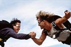 Keanu Reeves and Patrick Swayze in Point Break Point Break Cast, Point Break Movie, Point Break 1991, Movies Point, Best Movies On Amazon, Great Movies, Awesome Movies, Keanu Reeves, Tragic Love Stories