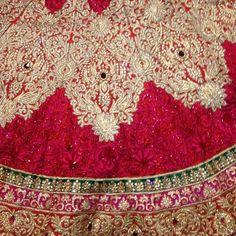 awesome vancouver wedding Bridal Lehenga close-up .#bridal #anarkali#suits#Sarees#gowns#Lehengas#vancouver#desi#fashion#vancouverphotography#vancouverfashion#surreyindianfashion #punjabiwedding#indowestern by @in.vogue.fashion.haus  #vancouverindianwedding #vancouverwedding #vancouverwedding