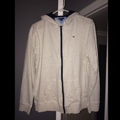 Tommy Hilfiger Beige Zip up Sweater In great condition. Super comfy! Kids XL OR ADULT S Tommy Hilfiger Sweaters
