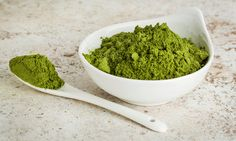 Moringa powder is beginning to gain more popularity as a new nutritious superfood. Learn about 10 amazing health benefits of drinking moringa every day. Ginger Benefits, Health Benefits, Health Tips, Superfoods, Detox Recipes, Healthy Recipes, Moringa Recipes, Matcha Tee, Moringa Oleifera
