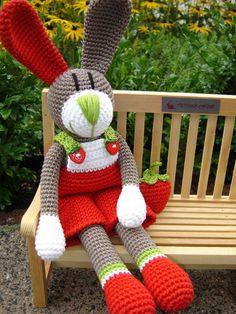 Etienne, the Strawberry-Bunny – Best Amigurumi Easter Crochet, Crochet Art, Love Crochet, Crochet Animals, Crochet Dolls, Amigurumi Patterns, Crochet Patterns, Knitting Patterns, Crochet Rabbit