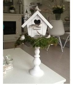Who is already launching in the spring decoration of the house? 10 wonderful expenses of . Country Decor, Farmhouse Decor, Easter Crafts, Christmas Crafts, Cheap Home Decor, Diy Home Decor, Crafts To Make, Diy Crafts, Cheap Houses