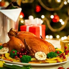 Christmas Turkey dinner served in front of a Christmas tree - stock photo Christmas Turkey, Christmas Brunch, Holiday Dinner, Christmas Christmas, Ways To Eat Healthy, Healthy Eating, French Christmas Traditions, New Year's Food, Roasted Turkey