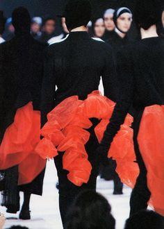 Creative Fashion, Hrstudioplus, Week, Red, and Black image ideas & inspiration on Designspiration Fashion Art, Runway Fashion, High Fashion, Yohji Yamamoto, Japanese Fashion Designers, Black Image, Costume, Fashion Details, Lady In Red