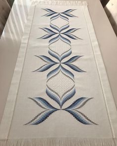 Bargello Patterns, Bargello Needlepoint, Bargello Quilts, Swedish Embroidery, Cross Stitch Flowers, Sewing Tutorials, Table Runners, Couture, Design