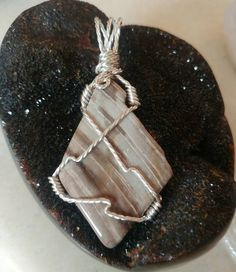 This is a beautiful piece of Petrified Wood wrapped in an interesting silver plated wire. Wire Pendant, Wire Wrapped Pendant, Wire Wrapping, My Etsy Shop, Handmade Jewelry, Buy And Sell, Wood, Awesome, Silver