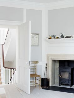 Spotted in the portfolio of London architect Sadie Snelson: an artfully restored period house in Notting Hill with an unexpected Scandi-style rooftop spa.