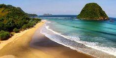 5 Tempat Wisata Di Indonesia Yang Belum Terjamah Oleh Wisatawan   4.Pantai Pulau Merah Banyuwangi Jawa Timur