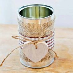 Diy wedding decor: tin can decorated with gingham ribbon Diy Wedding Flower Centerpieces, Rustic Wedding Flowers, Wedding Decorations, Table Decorations, Wedding Country, Heart Decorations, Reunion Centerpieces, Wedding Vases, Rustic Weddings