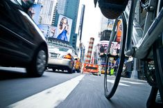 """""""Street Photos"""" Showing What New York City Looks Like to a Bicycle"""