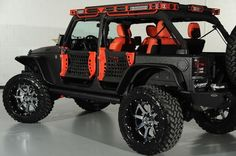 All around lighting built into roof rack and a nice jeep Auto Jeep, Jeep Suv, Jeep Truck, 2014 Jeep Wrangler, Jeep Wrangler Unlimited, Jeep Carros, Badass Jeep, Offroader, Jeep Mods