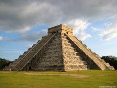 Este es un recorrido virtual de 360° por 180° dentro de la Zona Arqueol'ogica de Chichén Itzá, en Yucatán. Visitaremos la la Pirámide de Kukulkán y el Templo