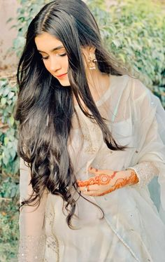 Lovely Girl Image, Cute Girl Pic, Girls Image, Pakistani Dresses Casual, Pakistani Dress Design, Stylish Girls Photos, Girl Photos, Teenage Girl Photography, Designer Party Wear Dresses
