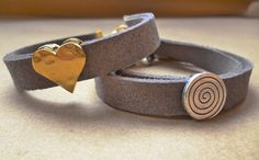 Valentine's gift Grey suede bracelet Hammered heart by GIASEMAKI Suede Bracelet, Valentine Gifts, Jewelery, Gifts For Her, Trending Outfits, Grey, Heart, Unique Jewelry, Bracelets