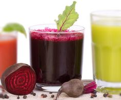 Juicing allows you to get an easily absorbed dose of vitamins, antioxidants and vital minerals, making it one of the quickest ways to fire up your health and nourish your cells! Beetroot Juice Recipe, Beet Root Juice, Red Juice Recipe, Juice Recipes, Detox Smoothie Recipes, Fruit Smoothies, Detox Drinks, Healthy Drinks, Detox Juices