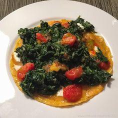 Spinat-Omelett mit Feta und geschmolzenen Tomaten