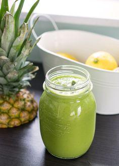 Smoothiewoche: Grüner Superfood Smoothie mit Ananas, Spinat, Ingwer und Maca Pulver