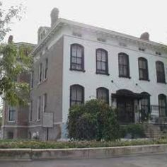 Louis, Missouri ~~One of the most haunted places in America. Most Haunted Places, Spooky Places, Real Haunted Houses, Haunted Mansion, Abandoned Buildings, Abandoned Places, Ghost Caught On Camera, Haunted America, Paranormal Photos