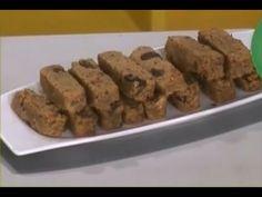 """Многие считают мюсли диетическим и полезным продуктом, поэтому потребляют его практически целый день – на завтрак, обед и ужин. Готовим блюдо «Гранолу» или батончики запечённых мюсли.  ИНГРЕДИЕНТЫ: - овсянка – 300 грамм; - миндаль – 100 грамм; - мёд – 6 столовых ложек; - изюм – 100 грамм; - корица – 2 чайные ложки; - сухой имбирь – 1 чайная ложка; - масло сливочное – 1 столовая ложка; - соль – по вкусу.  Сюжет: """"Мюсли"""" Проекта """"О самом главном"""" Рубрика """"Продукт дня"""" Телеканала """"Россия"""""""