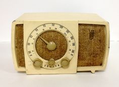 Country: United States of America (USA) Manufacturer / Brand: Zenith Radio Corp.; Chicago, Illinois alternative name Chicago Radio Lab Year: 1955 ? Type: Broadcast Receiver - or past WW2 Tuner Valves