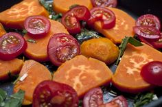 Sweet potatoes with sage, cantaloupe melon, pine nuts and tomatoes by deli from the valley /// Süßkartoffel mit Cantaloup-Melone, Salbei, Pinienkernen und Tomaten