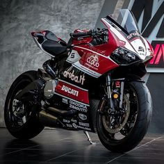 Ducati #SBK Team Limited Edition  Courtesy of: Moto Instinct, Thailand  #ducatistagram  #ducati #899 #panigale