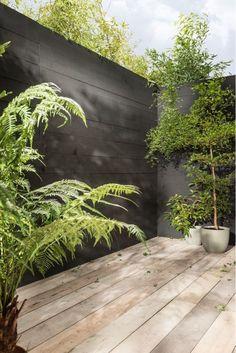 Inexpensive Black Fence Ideas For Garden Design 21