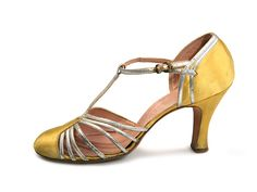 T-strap Shoes - 1920's - The vamp partially made of silver leather straps - @~ Mlle