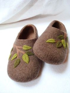 Felted slippers brown by jeanine